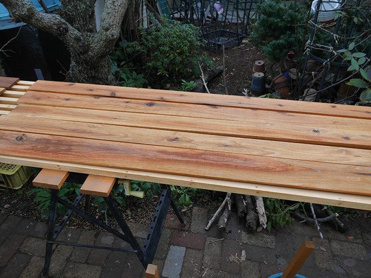 木部保護塗料で塗装した。2021年。(1)ツルバラ用のオベリスク制作-007.jpg