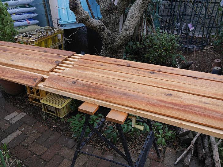 木部保護塗料で塗装した。2021年。(1)ツルバラ用のオベリスク制作-008.jpg
