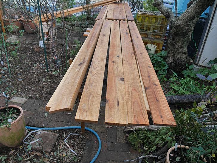木部保護塗料で塗装した。2021年。(1)ツルバラ用のオベリスク制作-009.jpg