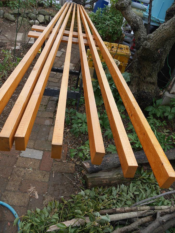 木部保護塗料で塗装した。2021年。(1)ツルバラ用のオベリスク制作-021.jpg