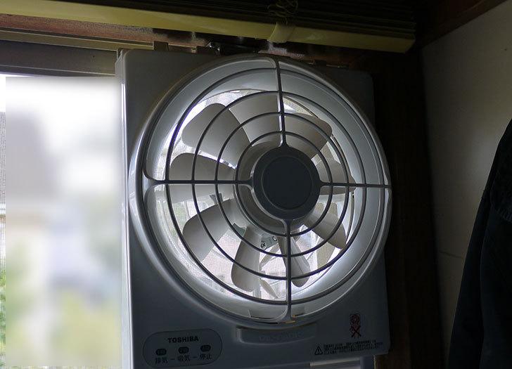 東芝-窓用換気扇-VRW-20X2を取り付けた1.jpg