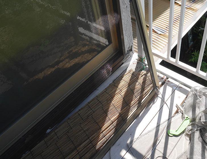 網戸が破れたの黒いネットに張り替えた13.jpg