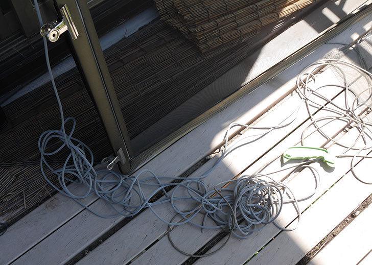 網戸が破れたの黒いネットに張り替えた15.jpg