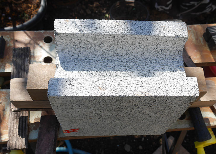 重量半ブロックと角材で転圧機を自作した3.jpg