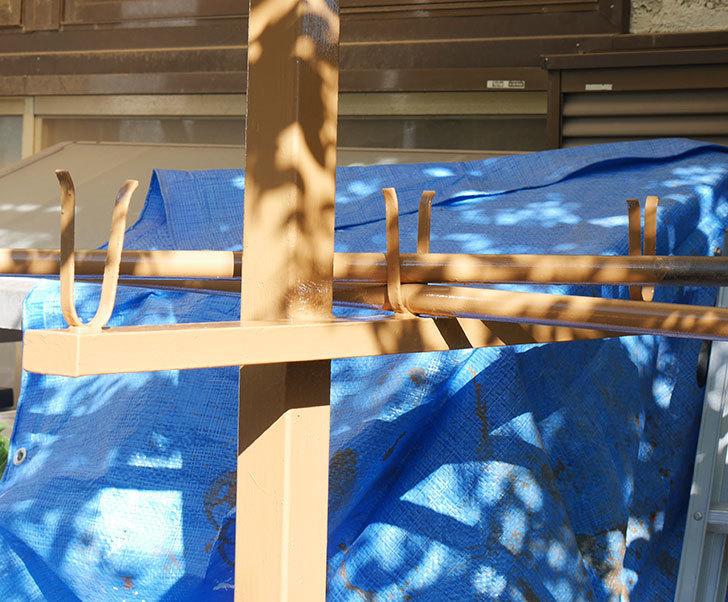 鉄製の物干し台にペンキを塗った。ペンキ塗り1.jpg