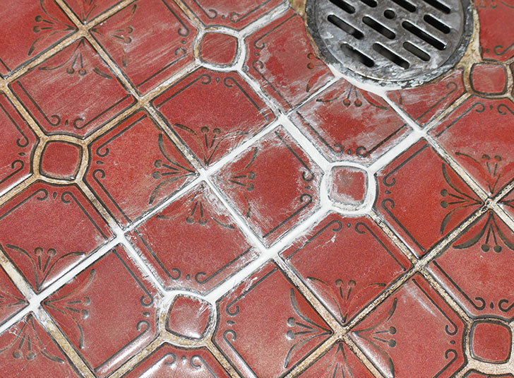 風呂場の床のタイルが剥がれてきたので、おふろば補修剤-BSU-2で直した1.jpg