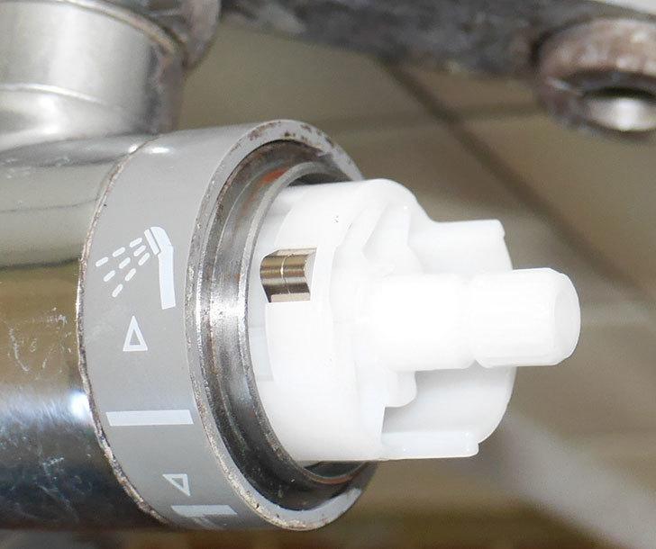 風呂場の混合水栓TOTO-TMG40CRXが水漏れするので開閉ユニット部-TH577交換して修理した30.jpg