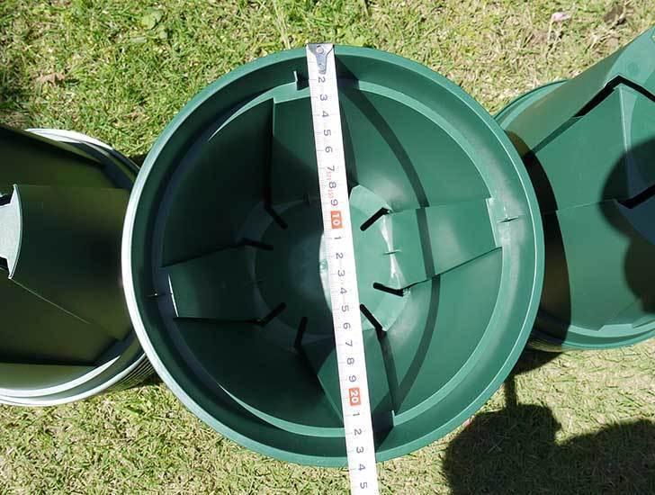 EUスリット鉢-EU-24Lモスグリーン(8号深鉢)を楽天で1ケース36個買った3.jpg
