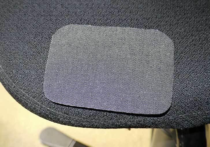 HAG-バランスチェア-6035の布破れを「デニム用のひざあて」で修理した11.jpg