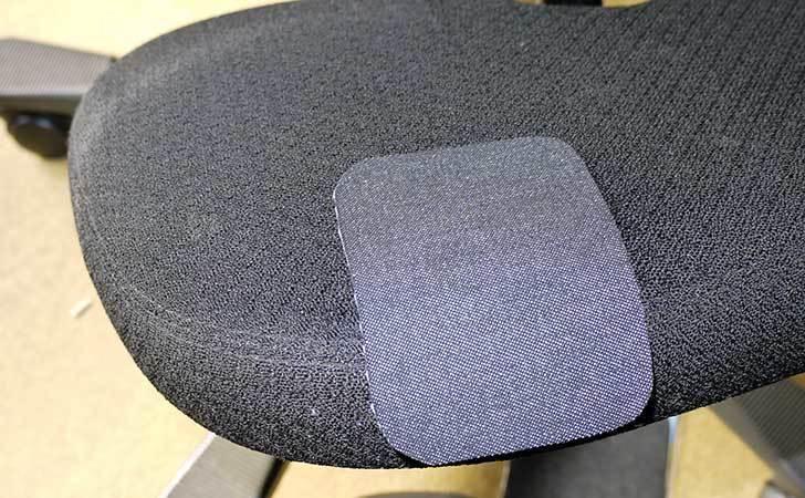 HAG-バランスチェア-6035の布破れを「デニム用のひざあて」で修理した8.jpg