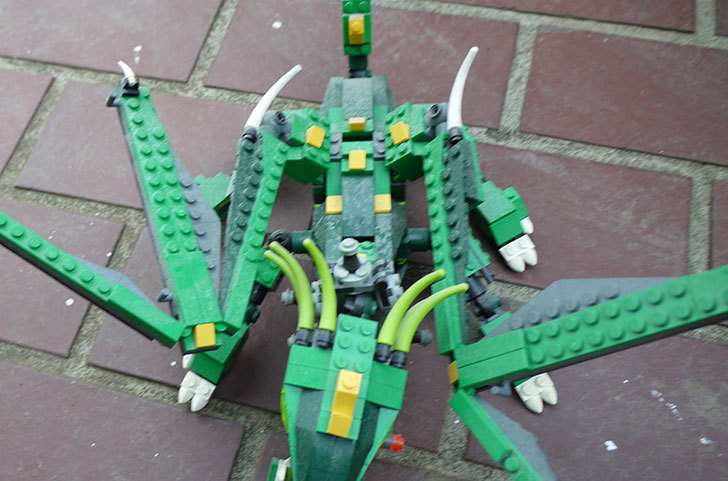 LEGO-4894-グリーンドラゴンの掃除をした3.jpg