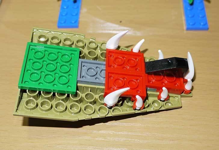 LEGO-70112-チーマ-ガブッと-わにの口を作った15.jpg