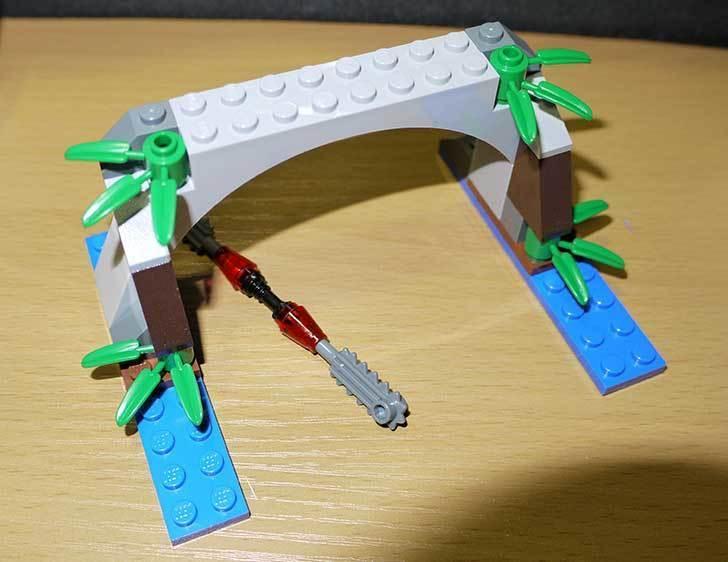 LEGO-70112-チーマ-ガブッと-わにの口を作った8.jpg