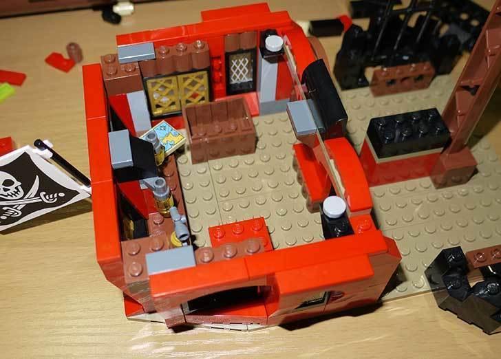LEGO-70413-海賊船の改造を始めた8-9.jpg