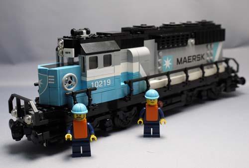 LEGO 10219 マースクトレイン組立1.jpg