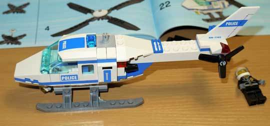 LEGO 7741 警察ヘリコプター作成7.jpg