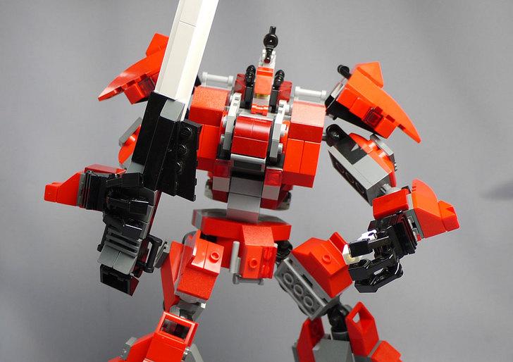 LEGOで赤いロボットを作った1-1.jpg