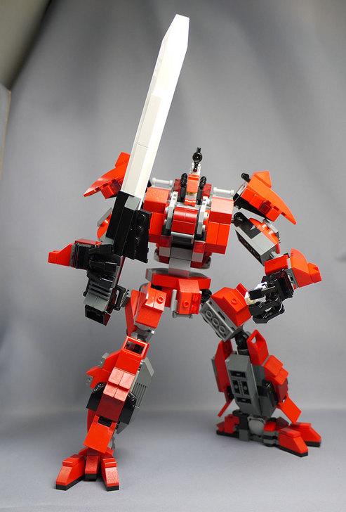 LEGOで赤いロボットを作った1-2.jpg
