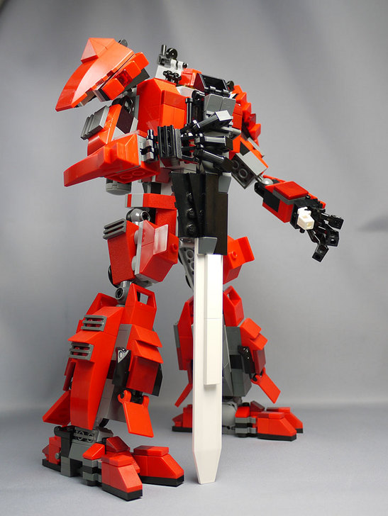 LEGOで赤いロボットを作った1-21.jpg