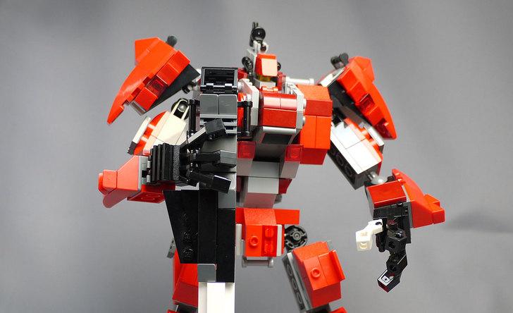 LEGOで赤いロボットを作った1-3.jpg