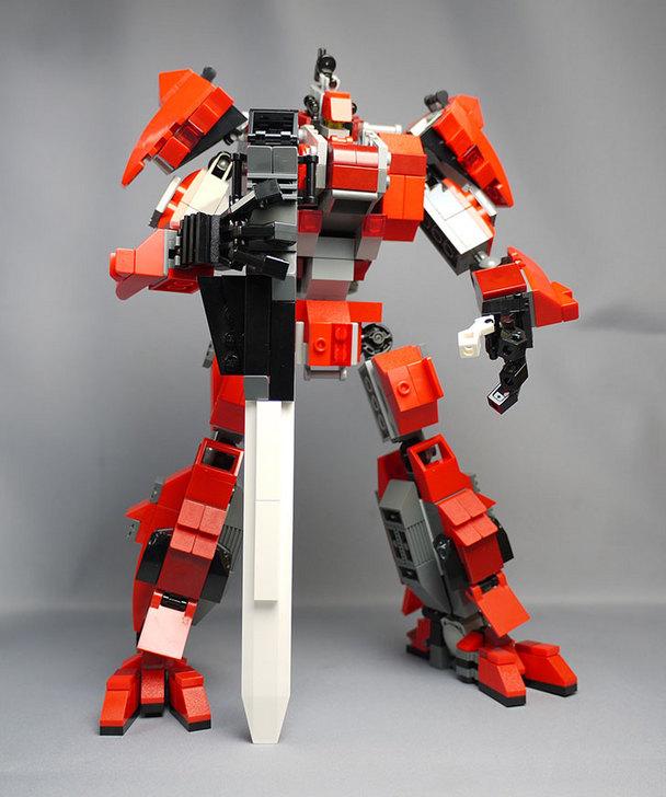 LEGOで赤いロボットを作った1-4.jpg