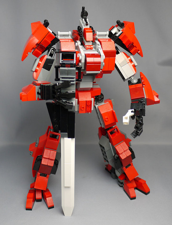 LEGOで赤いロボットを作った1-7.jpg