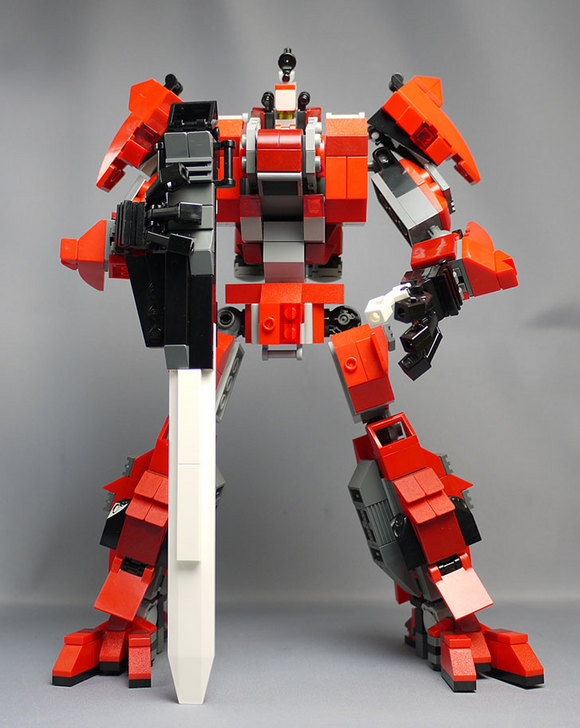 LEGOで赤いロボットを作った1-9.jpg