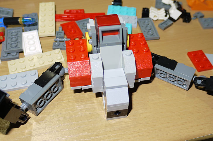 LEGOロボを作り始めた。ミニフィグ-サイズのリアルスケール物1-10.jpg
