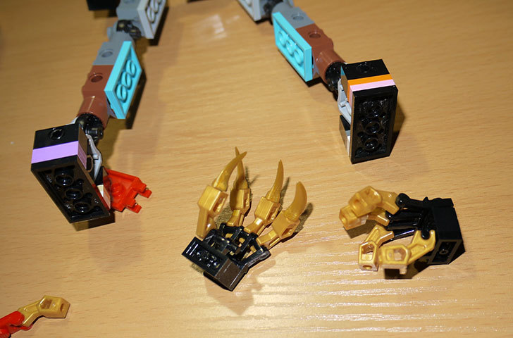 LEGOロボを作り始めた。ミニフィグ-サイズのリアルスケール物1-2.jpg