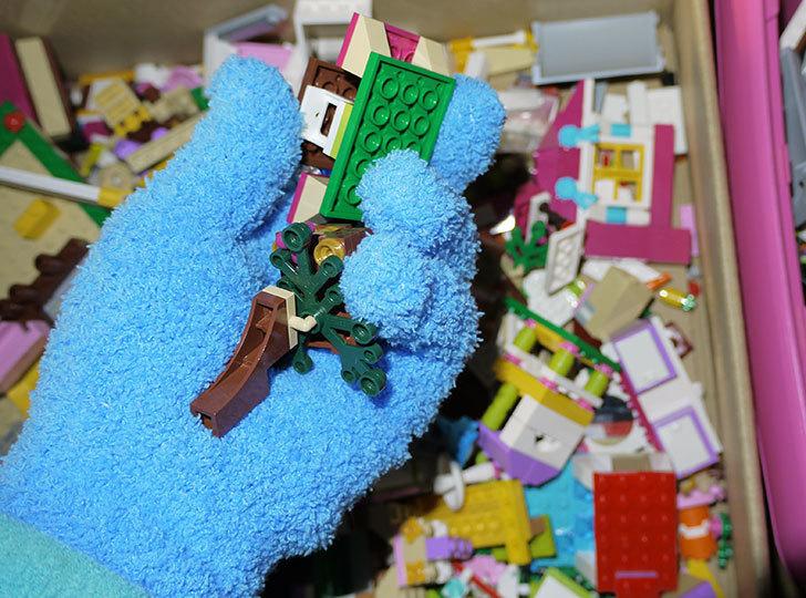 LEGO整理をマイクロファイバー-お掃除手袋を着けながらやるとパーツ掃除もできて便利1.jpg