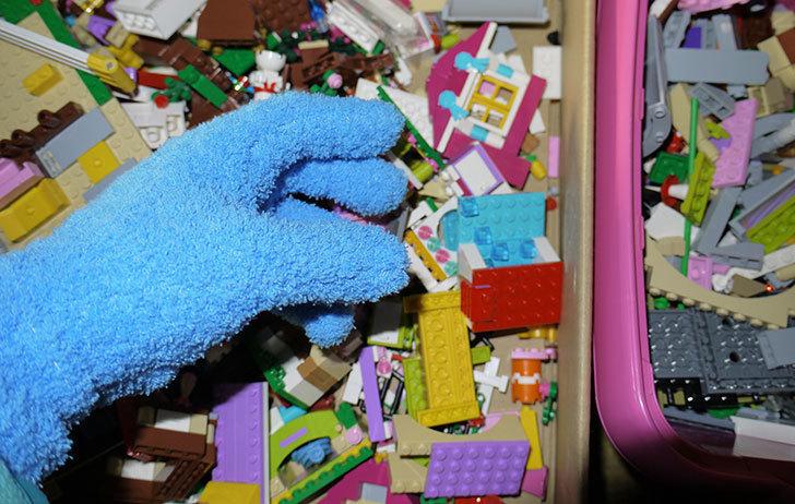 LEGO整理をマイクロファイバー-お掃除手袋を着けながらやるとパーツ掃除もできて便利2.jpg