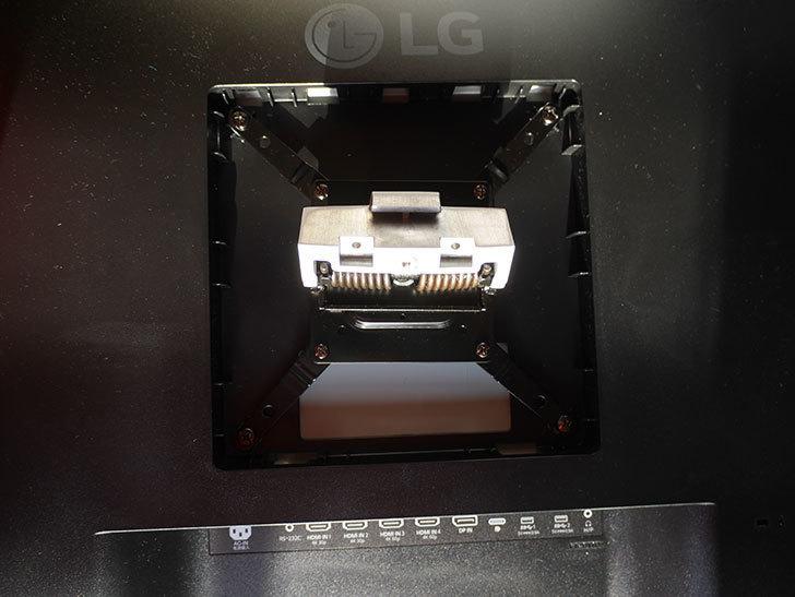 LG 43UN700Tをエルゴトロン HXに取り付けた。2020年-010.jpg