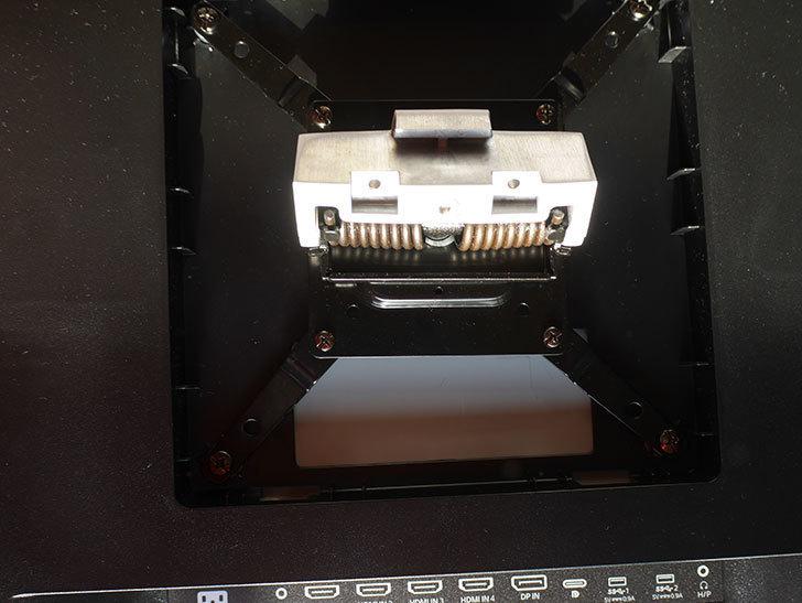 LG 43UN700Tをエルゴトロン HXに取り付けた。2020年-011.jpg