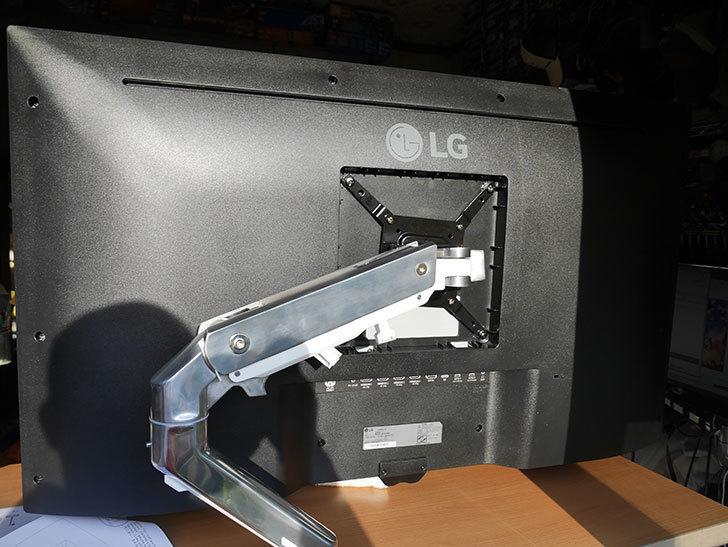 LG 43UN700Tをエルゴトロン HXに取り付けた。2020年-014.jpg