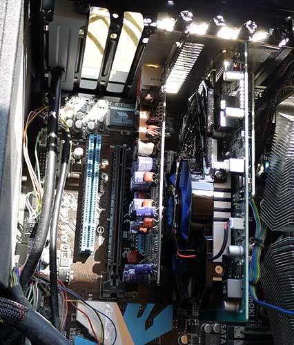 SAPPHIRE-HD7750-1G-GDDR5-PCI-Eを取り付2.jpg