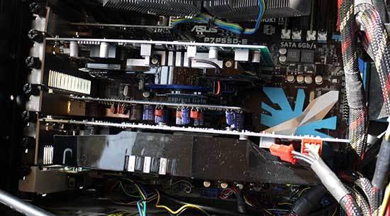 SAPPHIRE-HD7750-1G-GDDR5-PCI-Eを取り付3.jpg