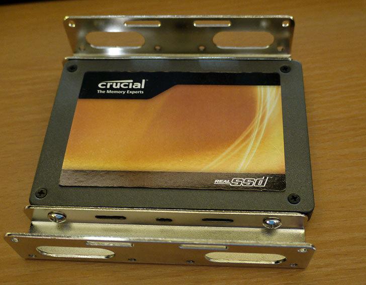 SSDにSANWA-SUPPLY-TK-HD25-2.5-HDD変換マウンタを取り付けた1.jpg