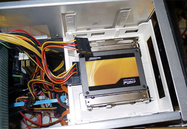 SSDにSANWA-SUPPLY-TK-HD25-2.5-HDD変換マウンタを取り付けた4.jpg