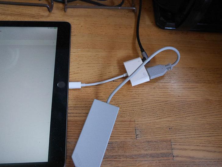 USB カメラ アダプタ OTGケーブル iPhone_iPad専用を買った007.jpg