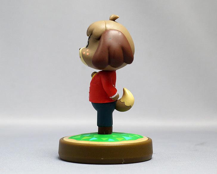 amiibo-ケント-(どうぶつの森シリーズ)をパッケージから出したので写真を撮った8.jpg