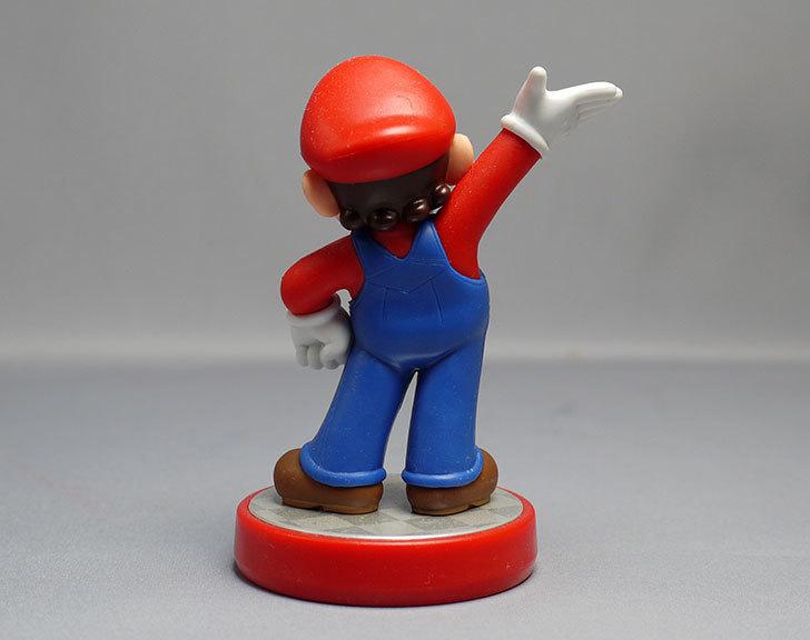 amiibo-マリオ-(スーパーマリオシリーズ)をパッケージから出したので写真を撮った5.jpg