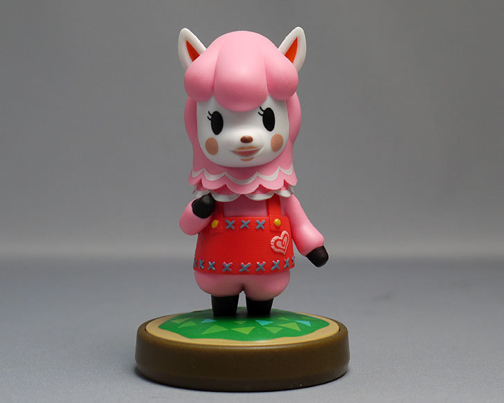 amiibo-リサ-(どうぶつの森シリーズ)をパッケージから出したので写真を撮った1.jpg