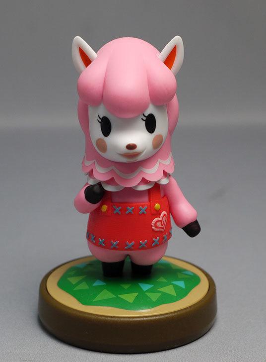 amiibo-リサ-(どうぶつの森シリーズ)をパッケージから出したので写真を撮った9.jpg